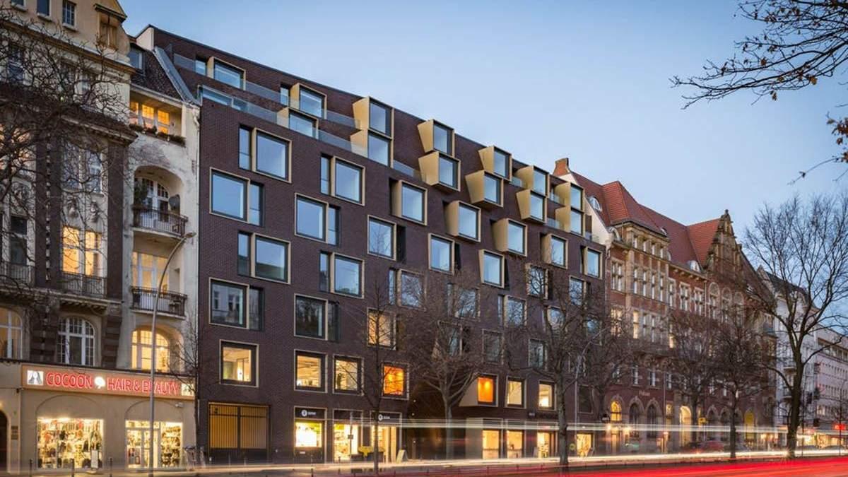 Здание удачно интегрировалось в городскую архитектуру