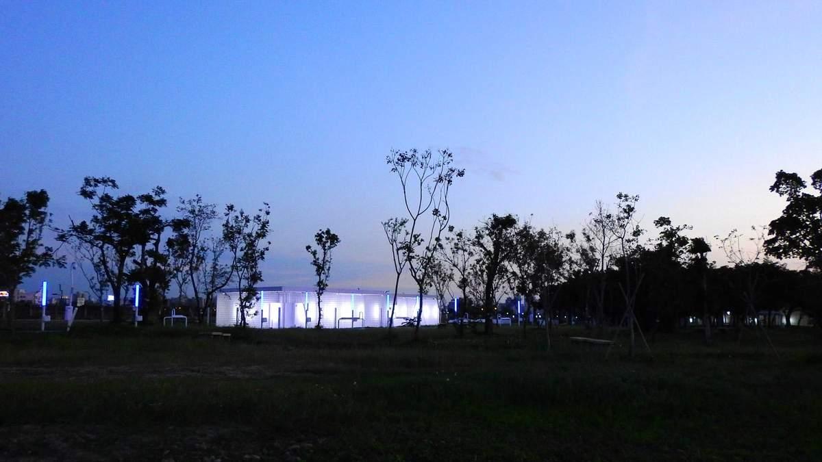 Вуличні ліхтарі, які відлякують комарів – проєкт футуристичного парку у Тайвані: фото