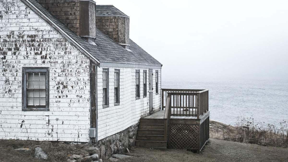 Ось як треба переїжджати: в Канаді подружня пара перевезла свій будинок на острів – відео