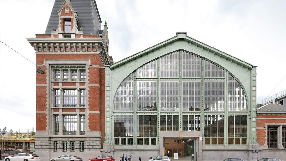 Брюссельский железнодорожный вокзал превратили в деревянный торговый центр: фото