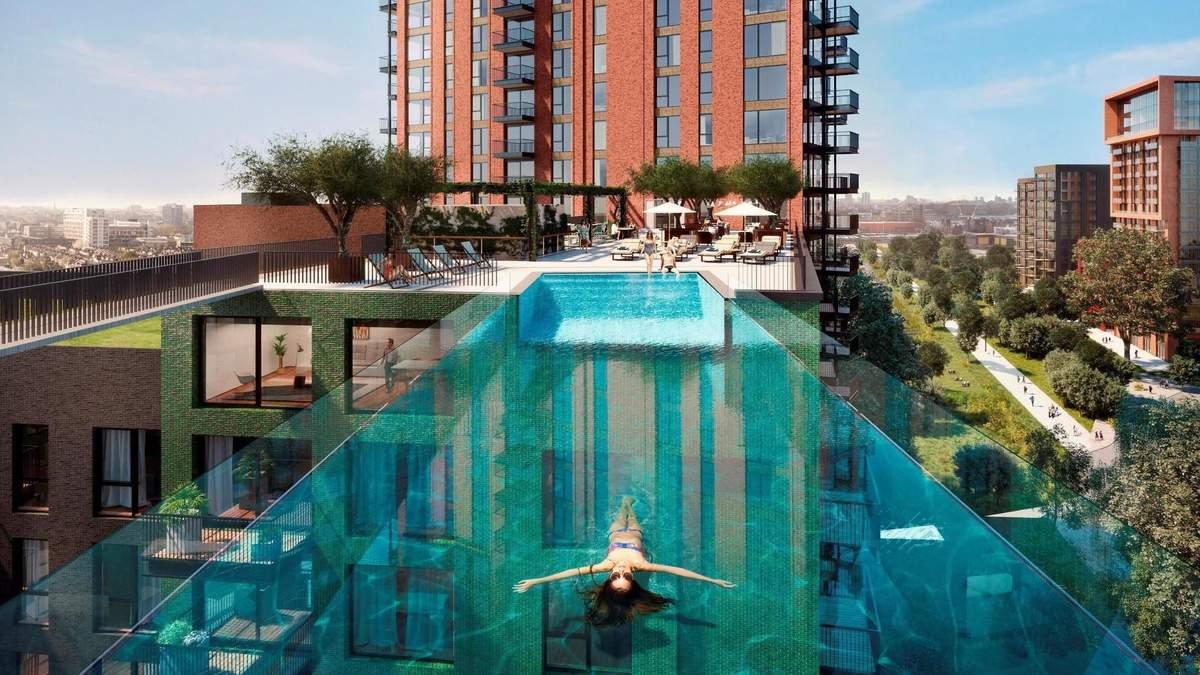 Завершується будівництво житлового комплексу з прозорим басейном на висоті 35 метрів: відео
