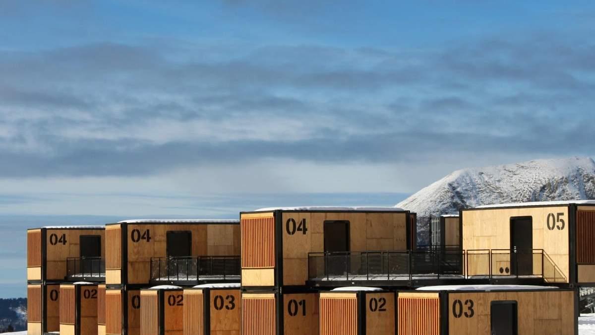 Отдых в контейнерах: французский дизайнер создал отель для кочевников – фото
