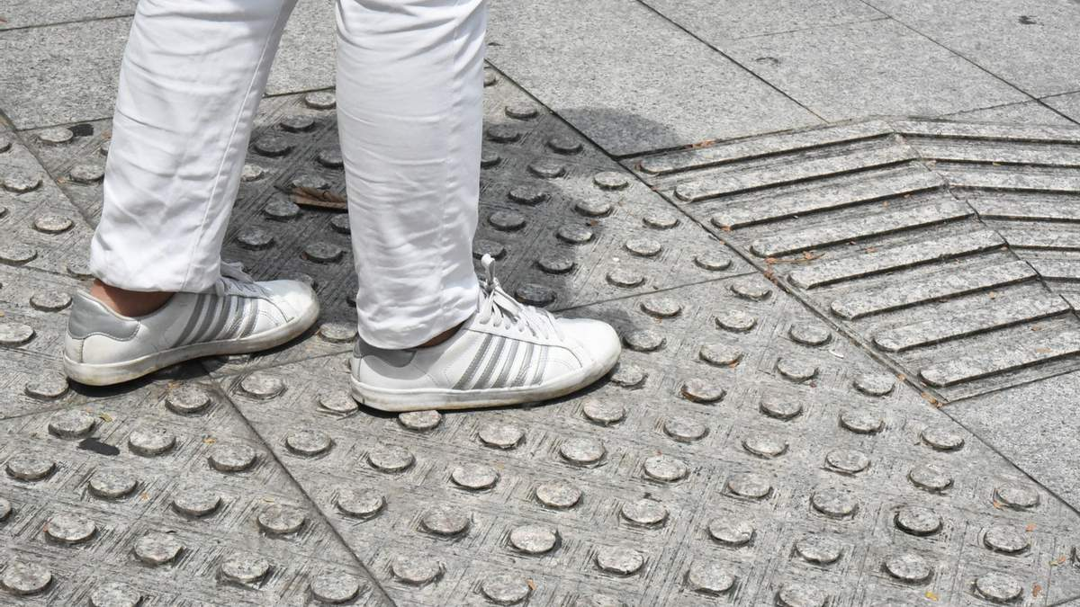 Тактильні поверхні несуть багато інформації для пішоходів