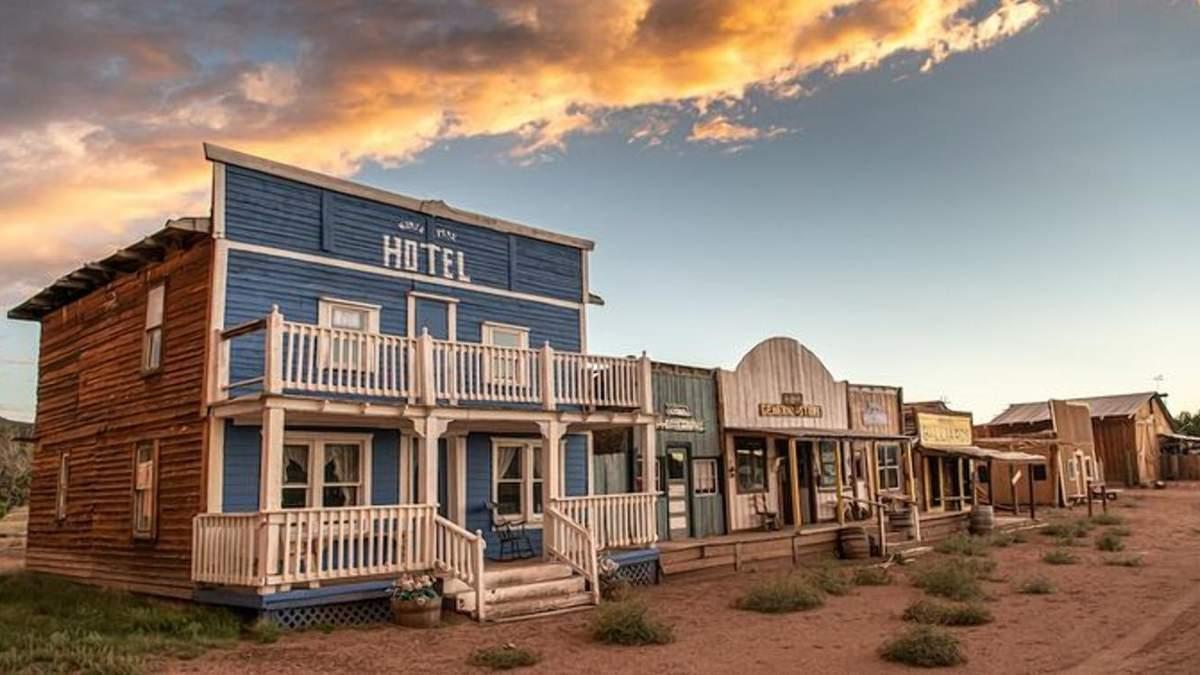 Дома с вестернов: в штате Нью-Мексико продается целый городок – фото
