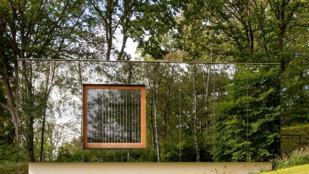 В сердце лесного оазиса: фото невероятного зеркального офиса в Бельгии