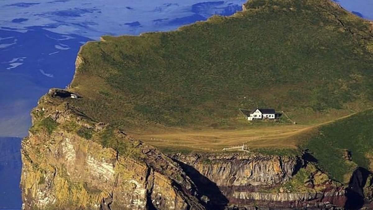 Сам удома: вражаючі фото найсамотнішого будинку у світі