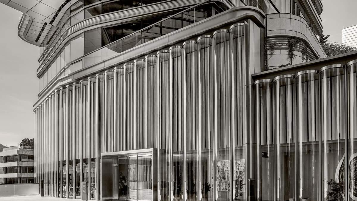 Впечатляющие волны из стекла: как выглядит новый культурный центр в Гонконге – фото