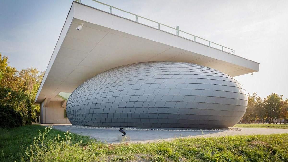 Загадочная луковица: в Венгрии представили невероятный общественный центр – фото