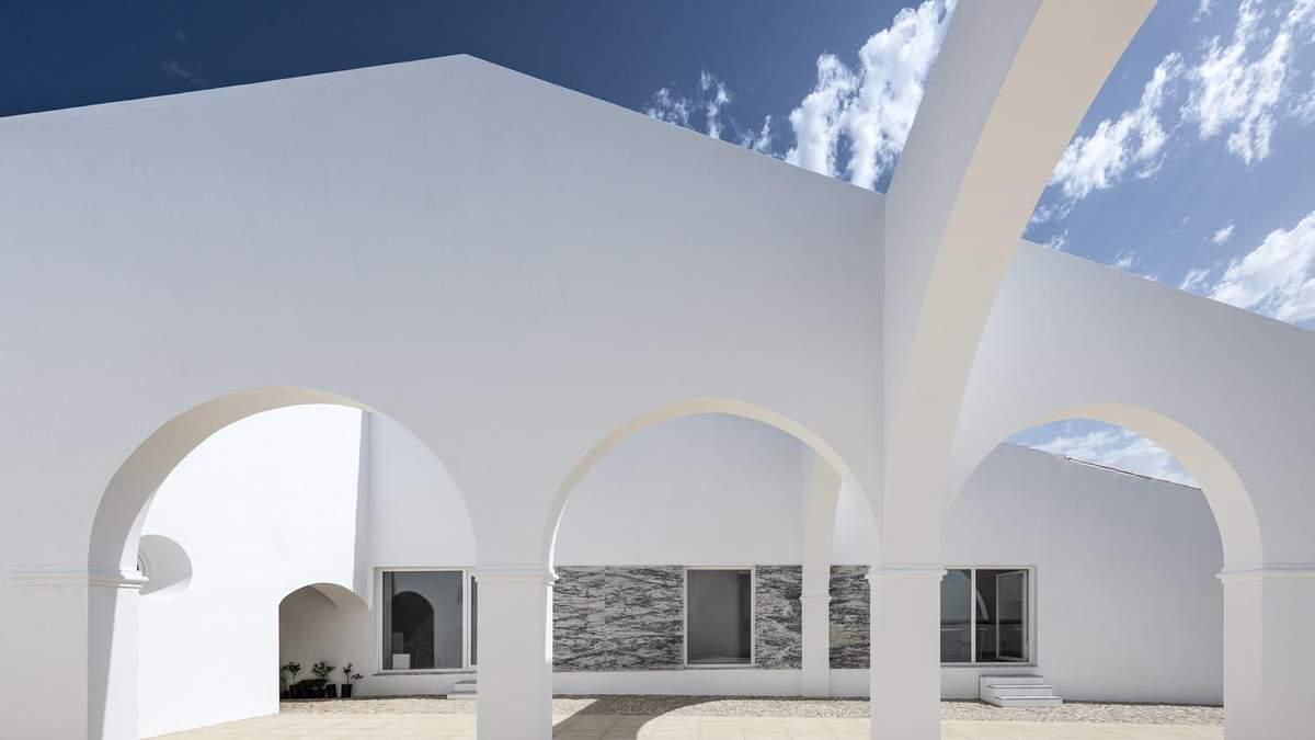 Зі складської будівлі – у фантастичну віллу: дивовижні перетворення закинутої будівлі – фото
