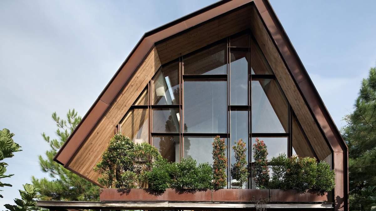 Дім посеред пагорбів та сосен: будинок для тихого відпочинку в Індонезії – фото