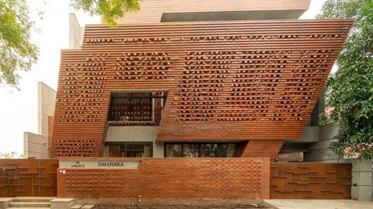 Искусство из кирпича: фото яркой резиденции в Индии, которая ломает стереотипы