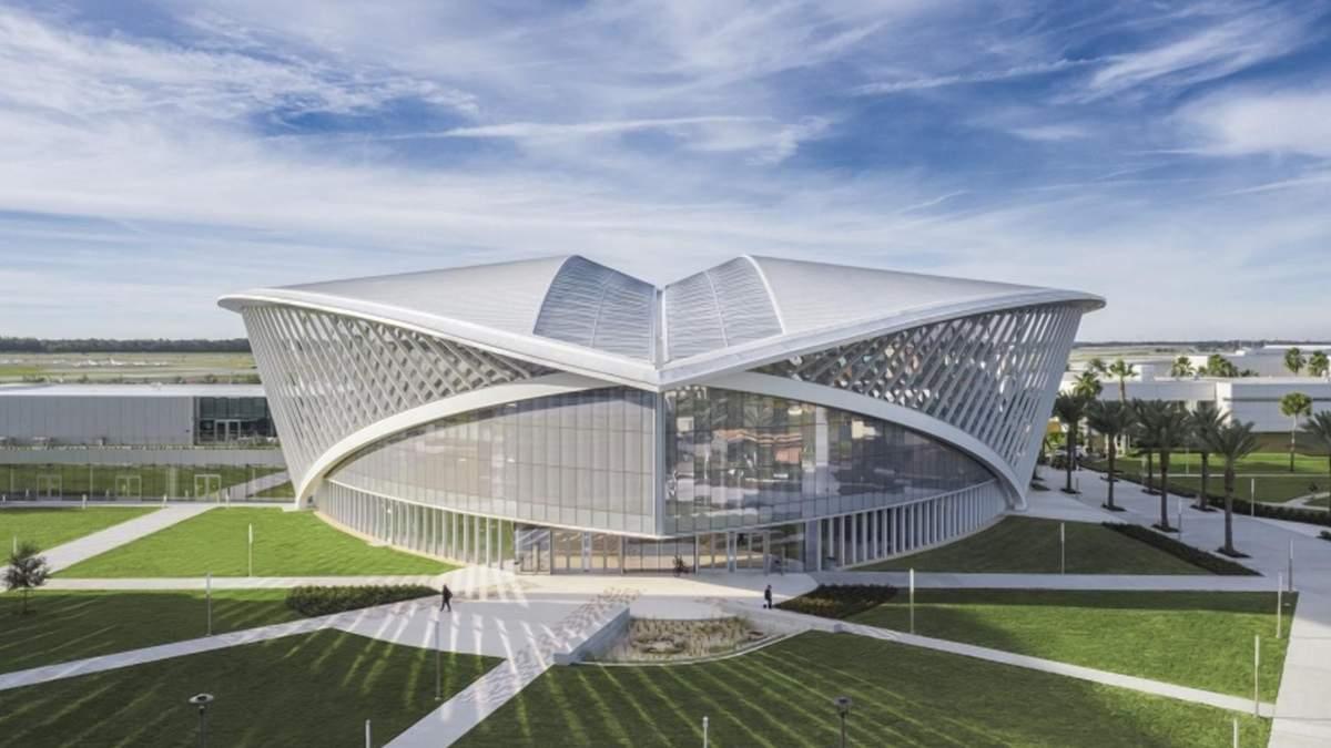 Удивительная птица: впечатляющее здание авиационного студенческого союза – фото