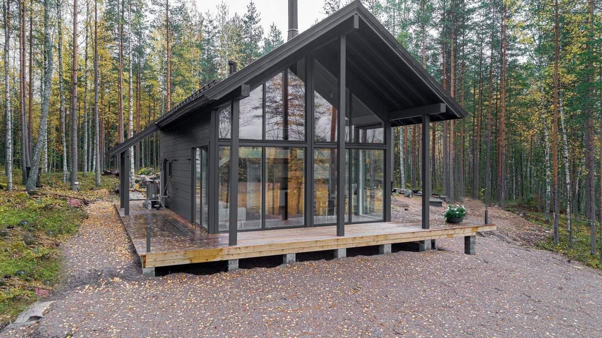 За сборной конструкцией будущее: великолепный проект деревянного дома в финском лесу – фото