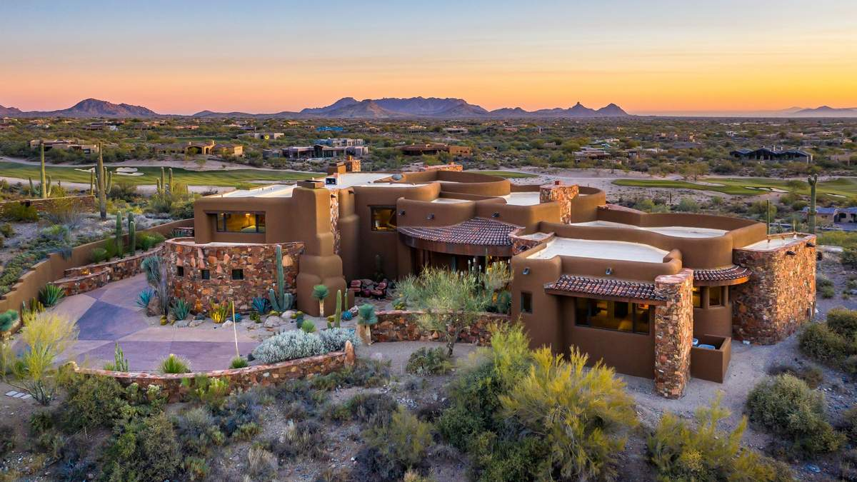 Шик и комфорт: идеальный особняк в пустыне США – фото