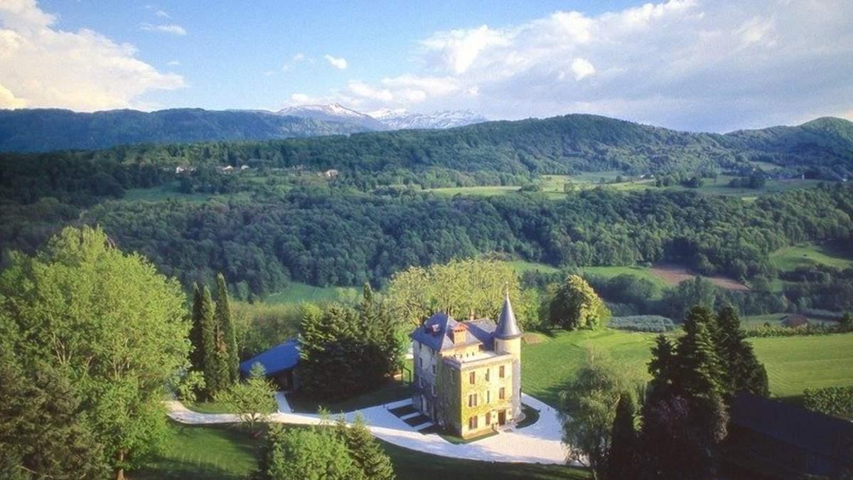 Історична вишуканість в Альпах: у Франції продається казкова нерухомість – фото