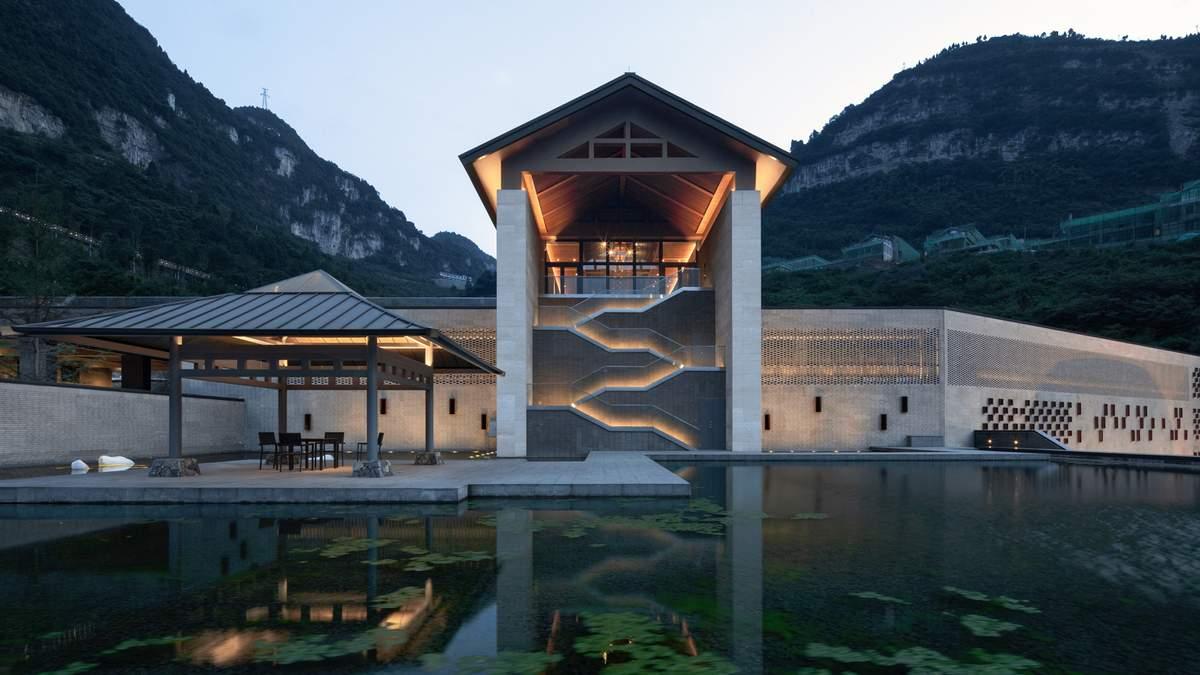 Відкритість та традиційний стиль: реконструкція будівлі винного заводу у Китаї – фото