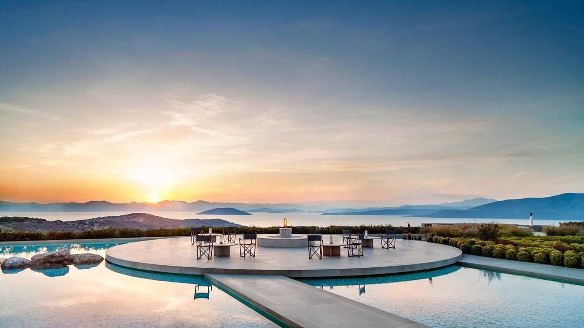 Неземной пейзаж и ощущение абсолютного пространства: прекрасная вилла на греческом побережье