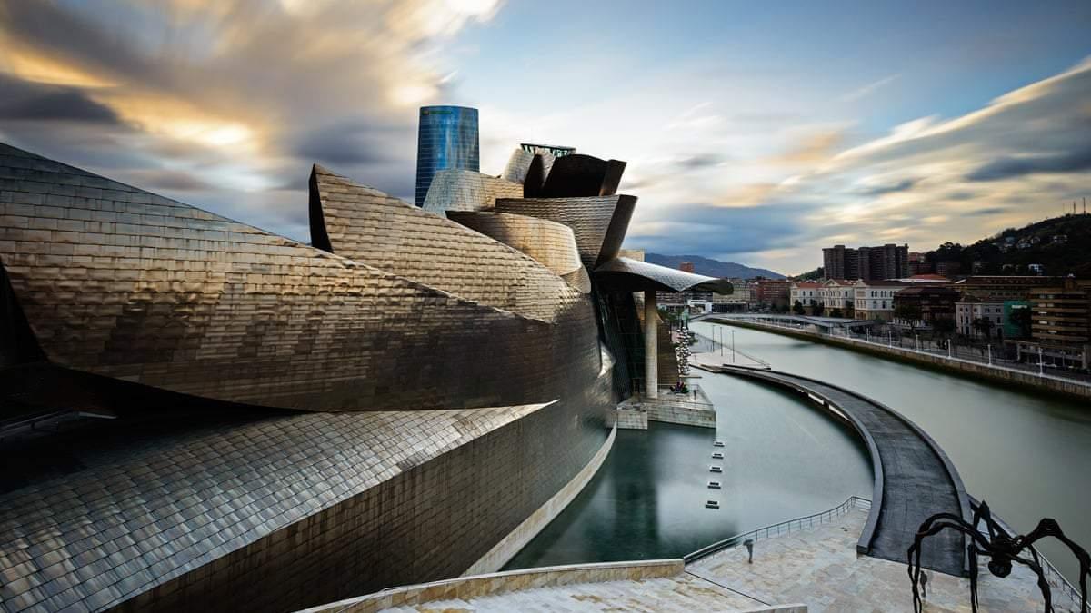 Колоссальное сооружение и величие современности / Фото Lonely planet