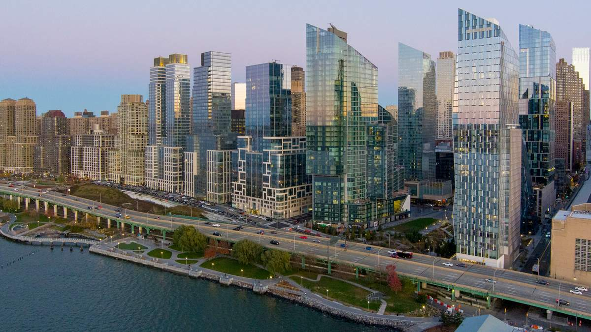 На берегу реки: новый многофункциональный комплекс в одном из популярных районов Нью-Йорка