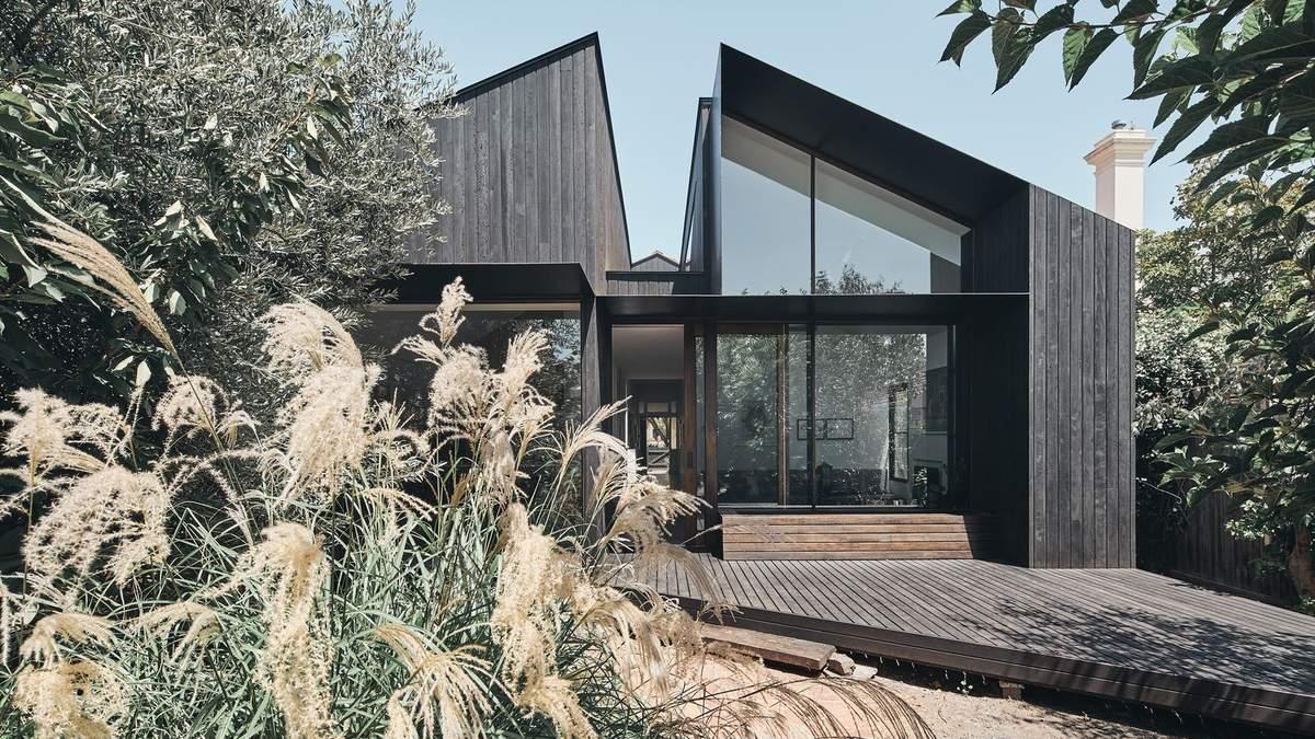 Расколотый пополам: необычная форма дома в Мельбурне – фото