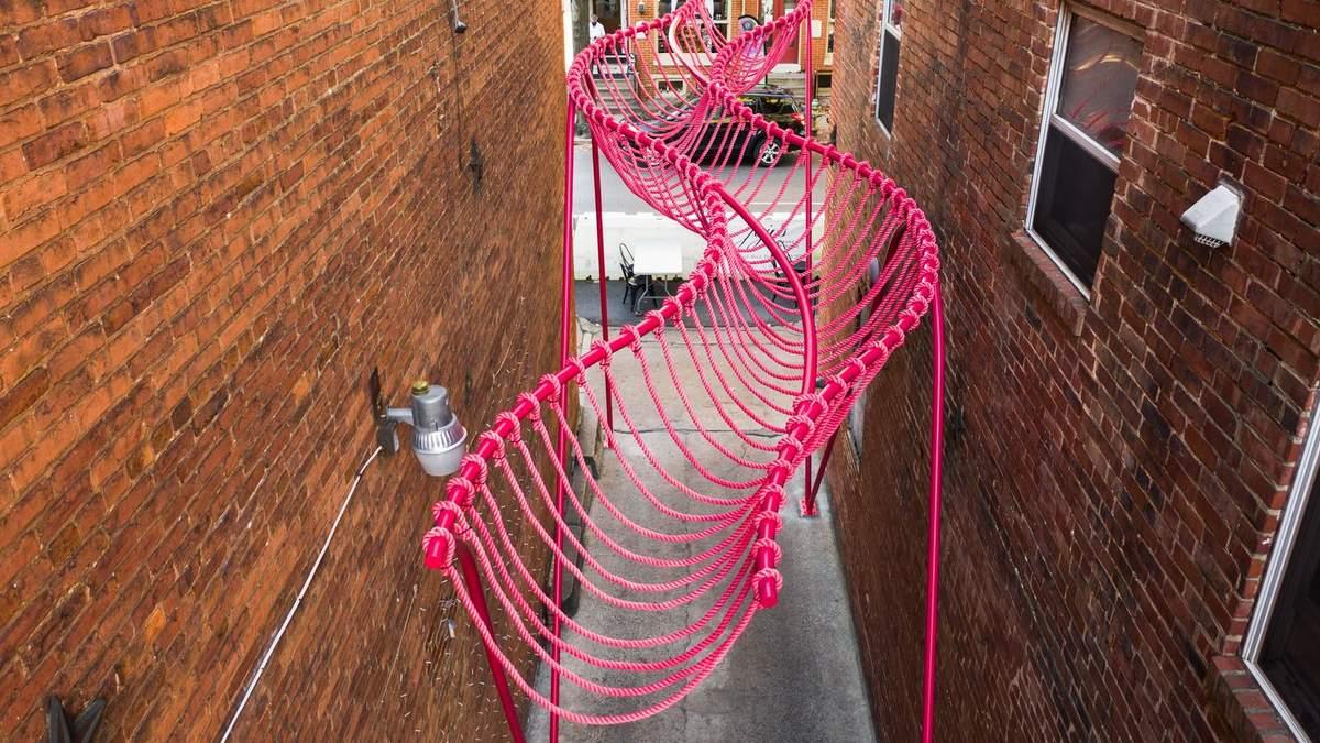 Социальная иллюзия и инфраструктура: невероятная пространственная выставка на улицах США