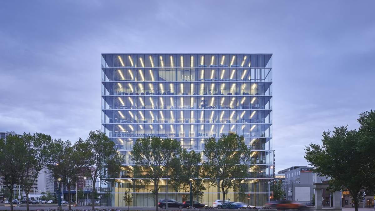 Стеклянный минимализм: многофункциональное здание в Эдмонтоне