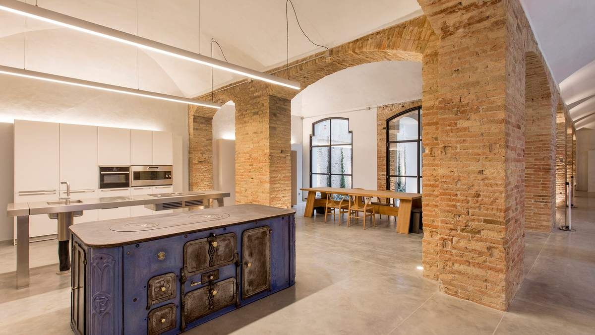 Историческая изысканность: квартира в Барселоне, которая удивляет идеальностью