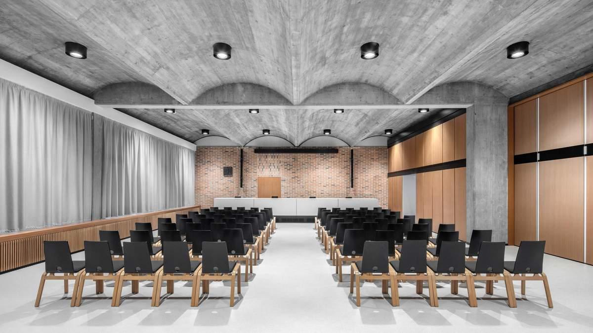 Поєднання релігійного та світського: фантастичне оновлення навчального центру в Австрії