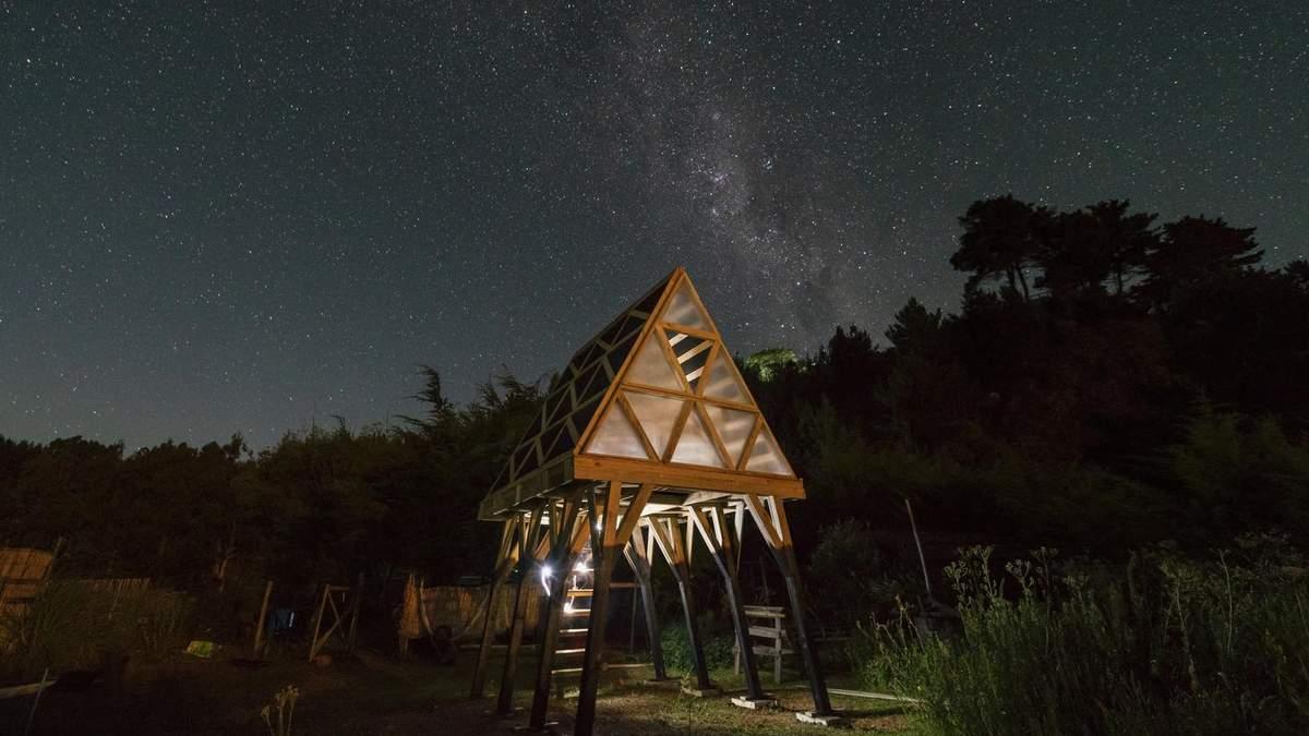 Хатинка Баби-Яги: незвичне рішення будиночку для екотуризму