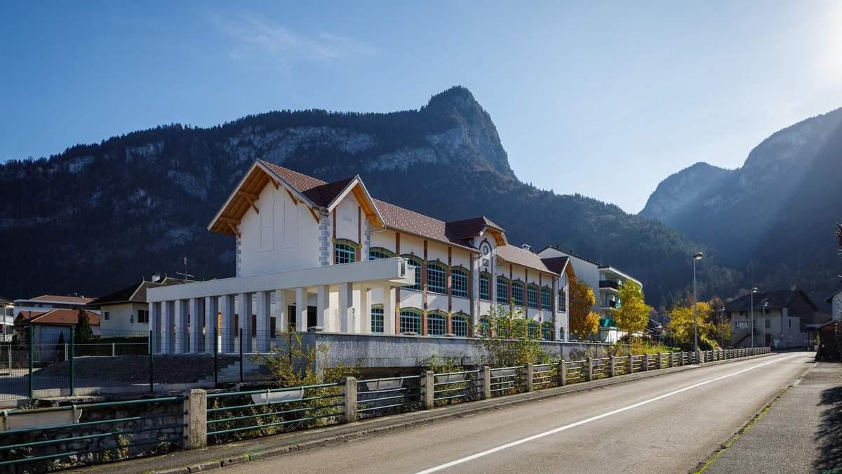 Барвисте минуле серед мальовничих гір: новий культурний центр в Альпах