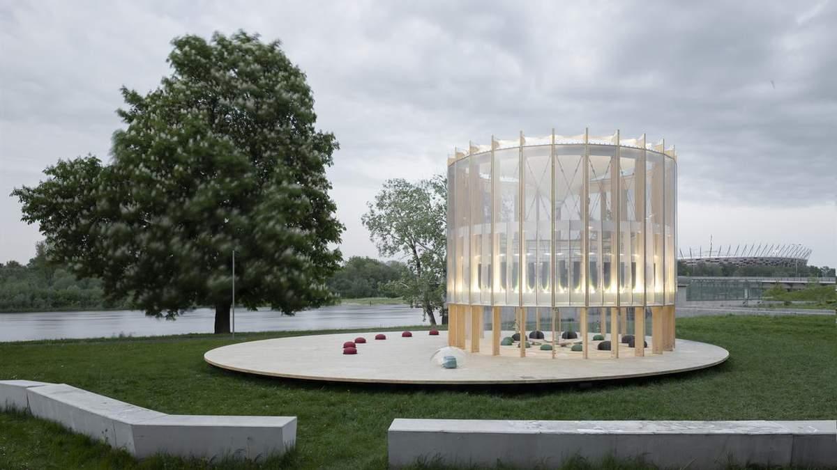 Веселые развлечения: в Польше построили сказочное игровое пространство у озера