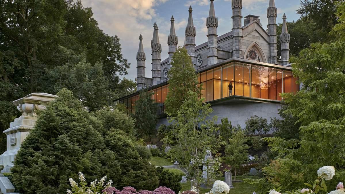 Замок на горе: невероятное превращение церкви и кладбища в США