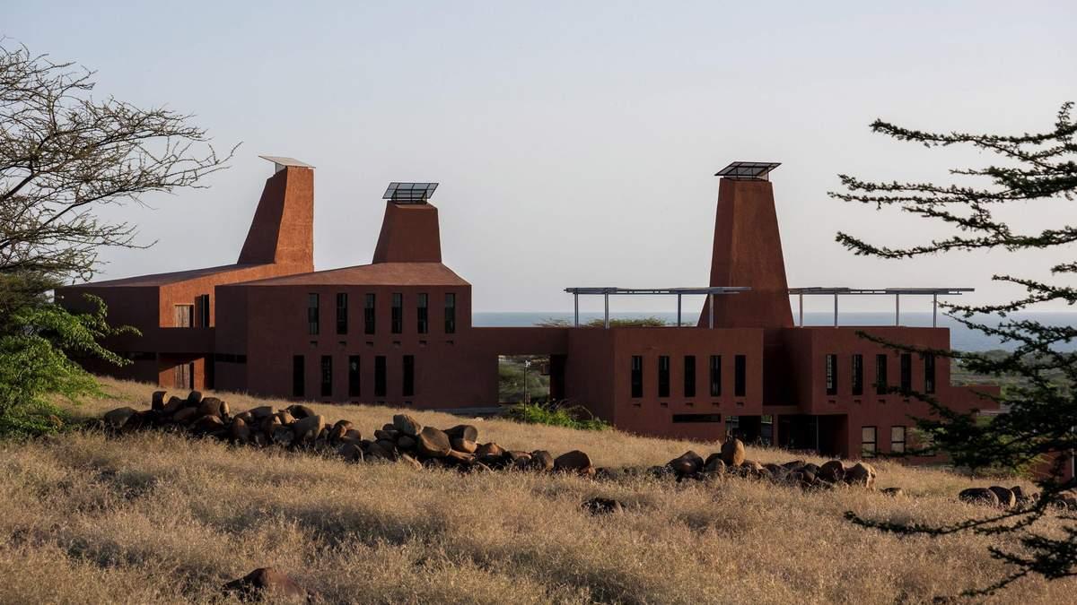Уникальный термитник: необычный учебный кампус в Кении