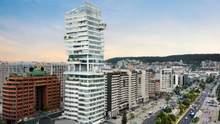 """В виде дуги: в Эквадоре построили """"изогнутый"""" жилой небоскреб – фото"""