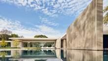 Минимализм, что окружен водой: фото роскошной резиденции в Далласе