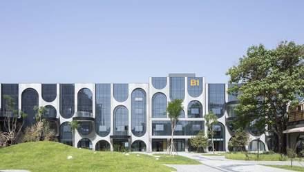 """""""Сотканный"""" фасад: в Пекине старую фабрику превратили в огромный хаб высокой моды – фото"""