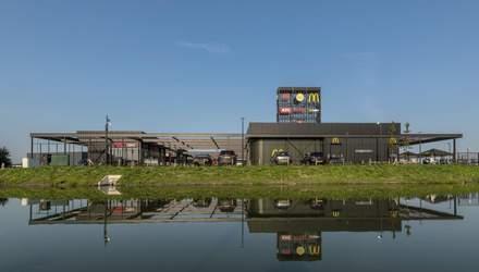 На расстоянии нескольких метров: в Нидерландах открыли торговый хаб с KFC и McDonald's