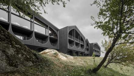 Строгий минимализм среди Альпийских гор: в Тироле открыли новый отель – фото