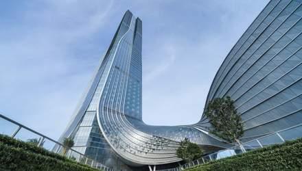 Спиральный небоскреб: в Китае построили фантастический международный финансовый центр – фото