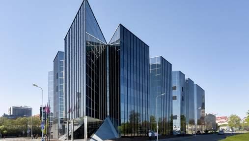 Офісна будівля стала безконтактною: усе через пандемію коронавірусу