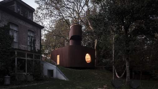 В Бельгии работник киноиндустрии устроил подземный кинотеатр в гостевом доме – фото