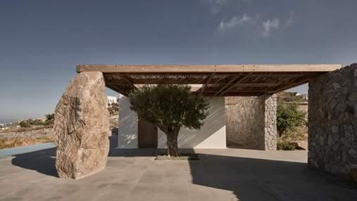 Когда камни становятся элементом декора: фото дома с панорамой на Эгейское море