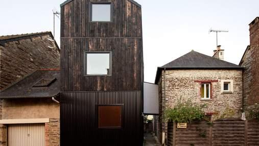 Будинок зі спаленого дерева: у Франції оновили помешкання незвичним способом – фото