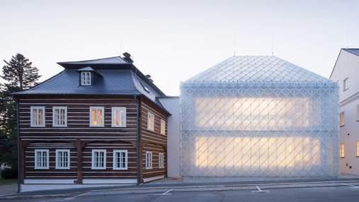 Полупрозрачный дом: в Чехии построили креативную штаб-квартиру для производителя стекла – фото
