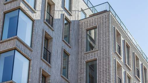 "Над станцией метро"": в центре Коппенгагена появилась многоэтажка из неформатного кирпича – фото"