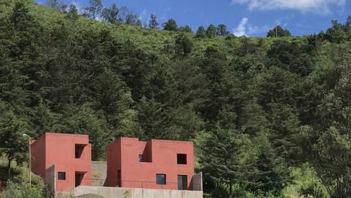 Старший и младший брат: миниатюрные кирпичные домики для медитации в заповеднике Мехико – фото