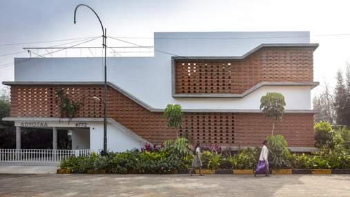 Дом с фасадом наизнанку или жемчужина среди урбанизма – дизайн частной усадьбы в Индии