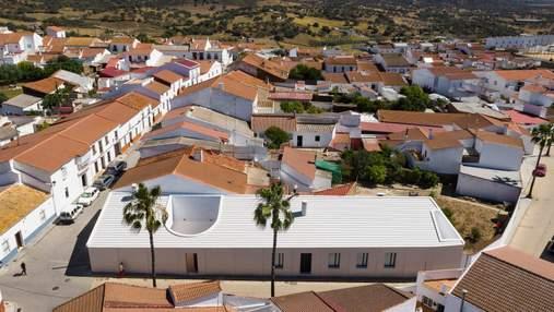 Выбивается из общей картины: особый дизайн дома в Испании
