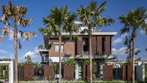 Зеленая крыша и много открытого пространства: современный частный дом из Вьетнама: фото