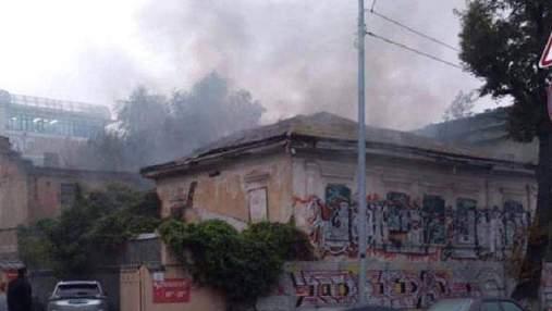 В Киеве на Подоле горело историческое здание